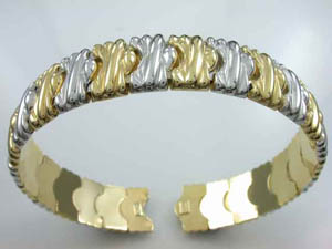 Ladies 18ct Two Tone Italian Bangle.