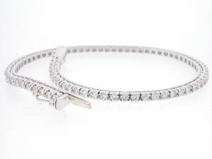 Ladies 18ct White Gold Diamond Set Bracelet.