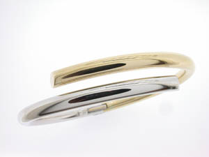 Ladies 9ct Yellow and White Gold Hinged Bangle.
