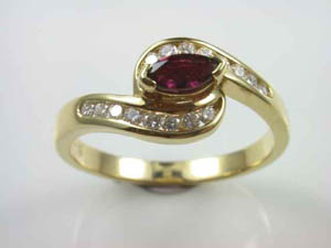 Ladies 18ct Y/G Ring Ruby & diamond Ring