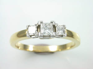 Ladies 18K Y/G 3 x Diamond Dress Ring