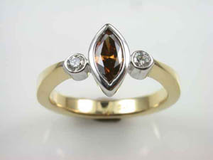 Ladies 18ct Y/G 3 stone Cognac Diamond Dress Ring