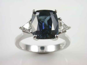 Ladies 18ct W/G Hand made Inverell Sapphire & Diamond Dress Ring