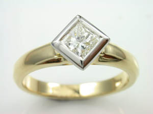 Ladies 18ct Princess cut Diamond Solitare Engagement Ring