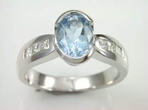 Ladies 18ct WG Aquamarine & Diamond Dress Ring