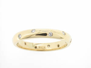 Ladies 18ct Yellow Gold Diamond Full Circle Band.