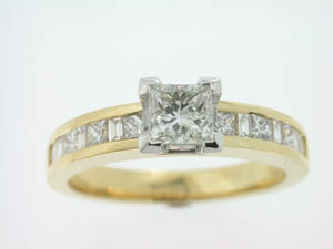 Ladies 18ct Yellow and White Gold Diamond Engagement Ring.