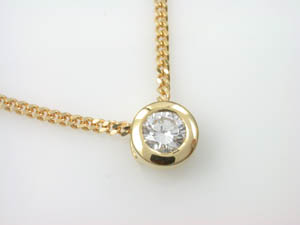 Ladies 18ct Yellow Gold Diamond Pendant.