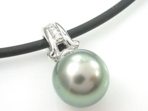 Ladies 18ct White Gold Tahitian Pearl Pendant.