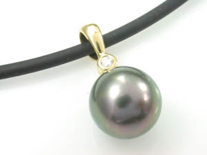 Ladies 18ct Yellow Gold Black Tahitian Pearl Pendant.