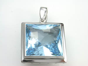 Ladies 9ct White Gold Blue Topaz Enhancer.