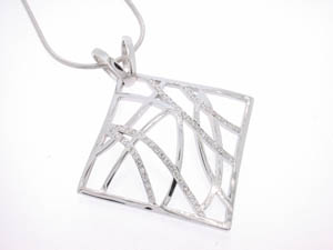 Ladies 18ct White Gold Lace Look Diamond Set Pendant.