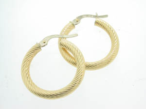 Ladies 18ct Yellow Gold Thin Twist Hoops.
