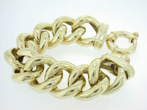 Ladies  9ct Yellow Gold Extremely Large Curb Bracelet.