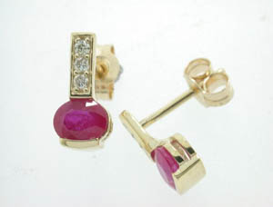 Ladies 9ct Yellow Gold Ruby and Diamond Stud Earrings.