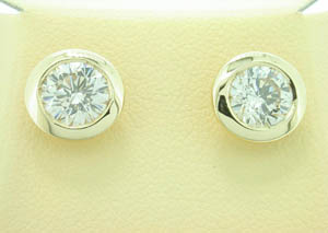 Ladies 18ct Yellow Gold Diamond Bezel Set Studs.