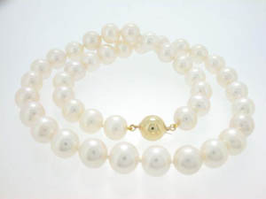 Ladies Freshwater Pearl Strand. White 10-11mm Round Shape