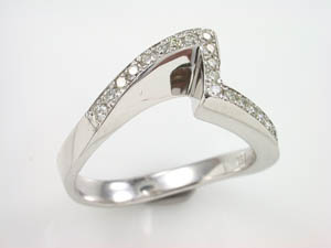 Ladies 18ct WG Zig-Zag Diamond Set Dress Ring