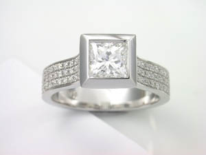 Ladies 18ct WG Diamond set Dress ring TDW=1.25ct