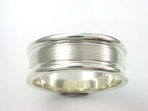 Mens 9ct WG wedding ring 8mm Ribbed design size U