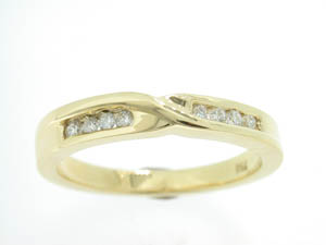 Ladies 18ct Yellow Gold Channel Set Crossover Wedder.
