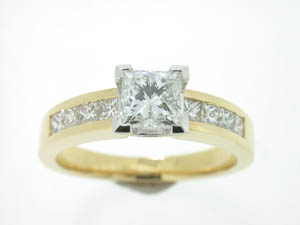 Ladies 18ct Yellow and White Gold Diamond Set Ring.
