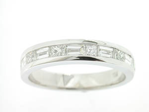 Ladies 18ct White Gold Diamond Set Band.