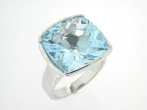 Ladies 9ct White Gold Large Cushion Check Cut Blue Topaz Ring.