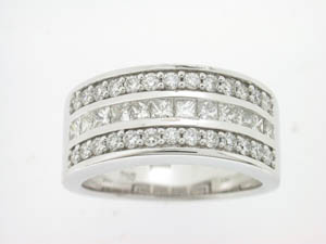 Ladies 18ct White Gold Diamond Set Dress Ring.