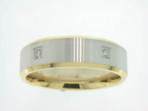 Gents 18ct Yellow and White Gold Diamond Set Ring.